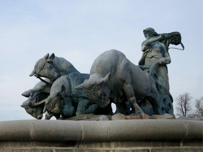 Blog statue